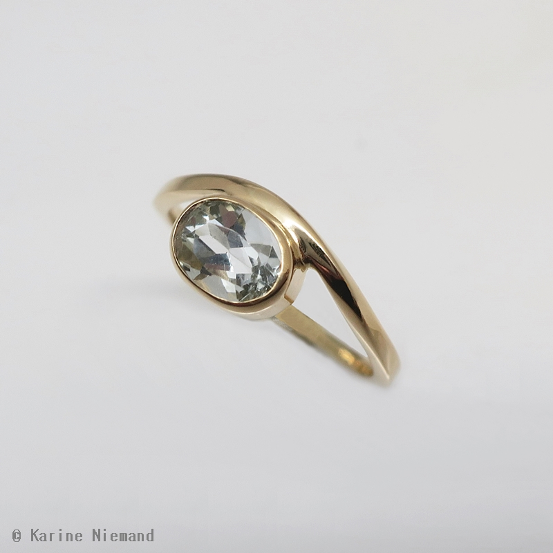 "Bague ""Mobius"" or jaune 18ct et aigue-marine"